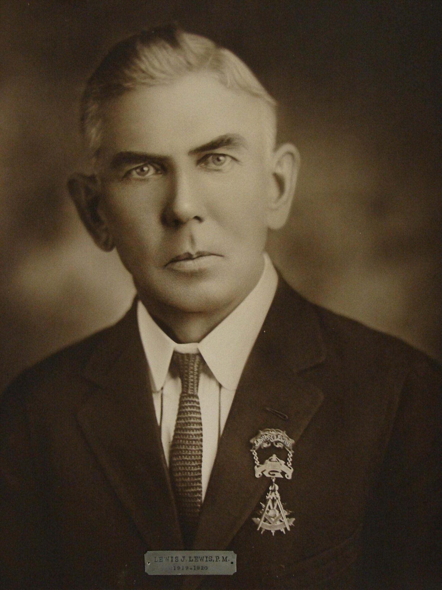 Lewis J Lewis
